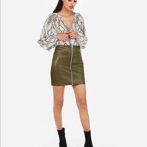 Express green zip up mini skirt size 10